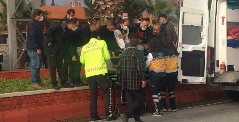 Üst geçitten aşağıya atlayan genç ağır yaralandı