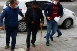 Pazarda kadınları taciz eden yaşlı adam gözaltında