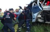 Kamyonet minibüse çarptı; 3 kişinin yaralandığı kazada sürücü krizi yaşandı