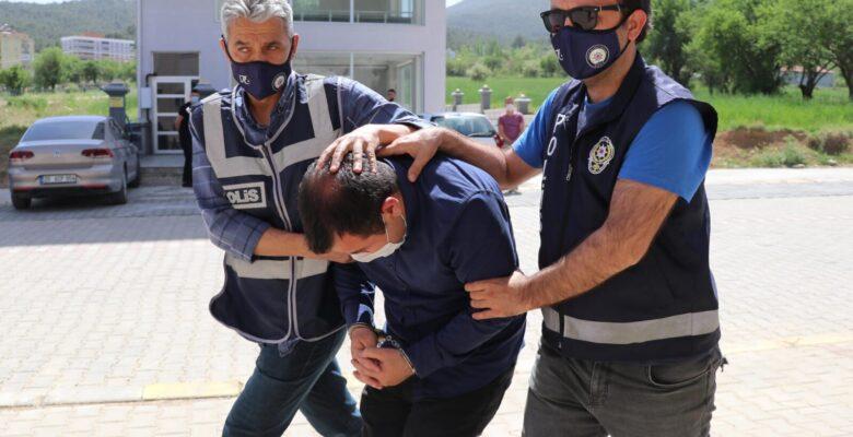 Savcıyım diye tanıttı, bulaşıkçı çıkınca tutuklandı