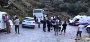 İşçi servisi midibüsü kayalıklara çarptı; 14 yaralı