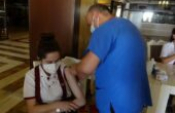 Turizm çalışanlar otellerinde aşılandı