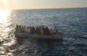 Düzensiz göçmenlerin imdadına sahil güvenlik yetişti