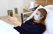 Hamileyken koronavirüse yakalanan Duygu, bebeğini ilk kez tabletten izledi