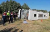 Tur otobüsü, öğrenci servisi ile çarpıştı: 1 ölü, 30 yaralı