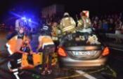 Lastiği patlayan otomobil karşı şeride uçtu: 3 ölü 3 yaralı