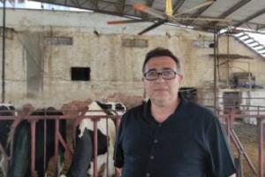 Düşen süt verimini ilginç bir yöntemle artırdı