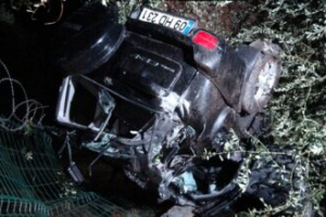 Ters dönen otomobilde sıkışan yaşlı çift yaralı olarak kurtarıldı