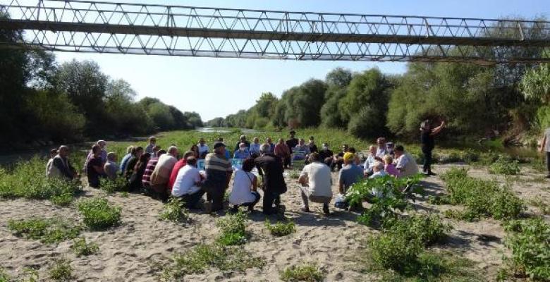 4 ilin çevre derneği Büyük Menderes Nehrinde eylem yaptı