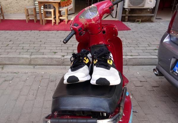 Hırsız, çaldığı ayakkabıyı 13 gün sonra giyince yakalandı