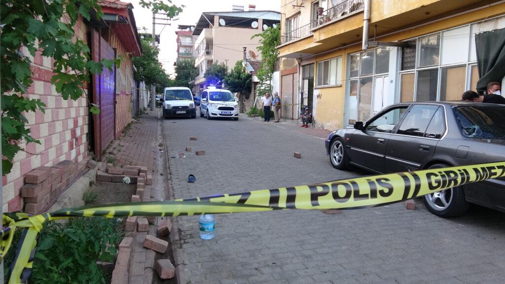 Sokak ortasında silahlı çatışma; 3 yaralı