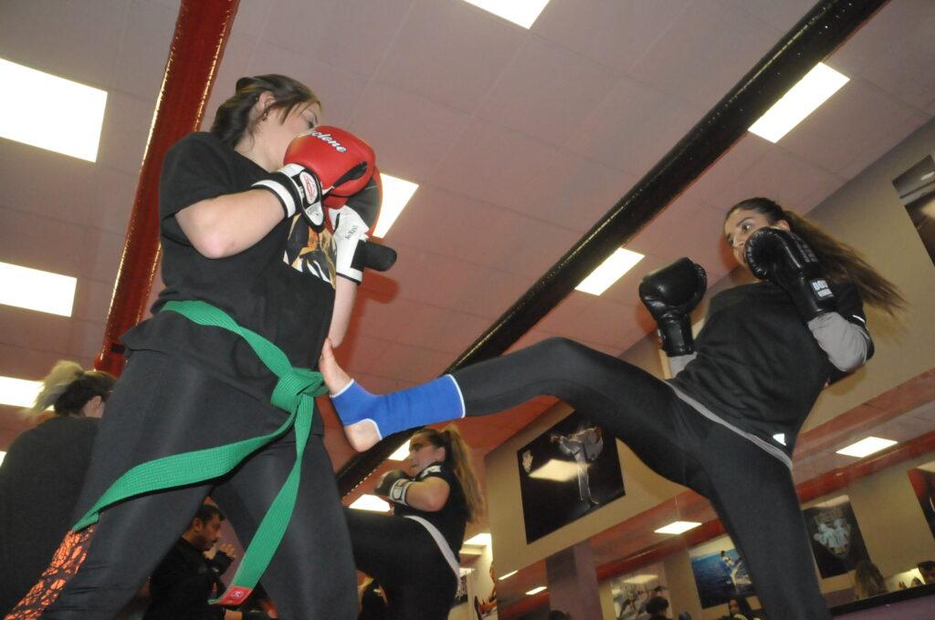 Kadın Efeler Kick Boks sınavında