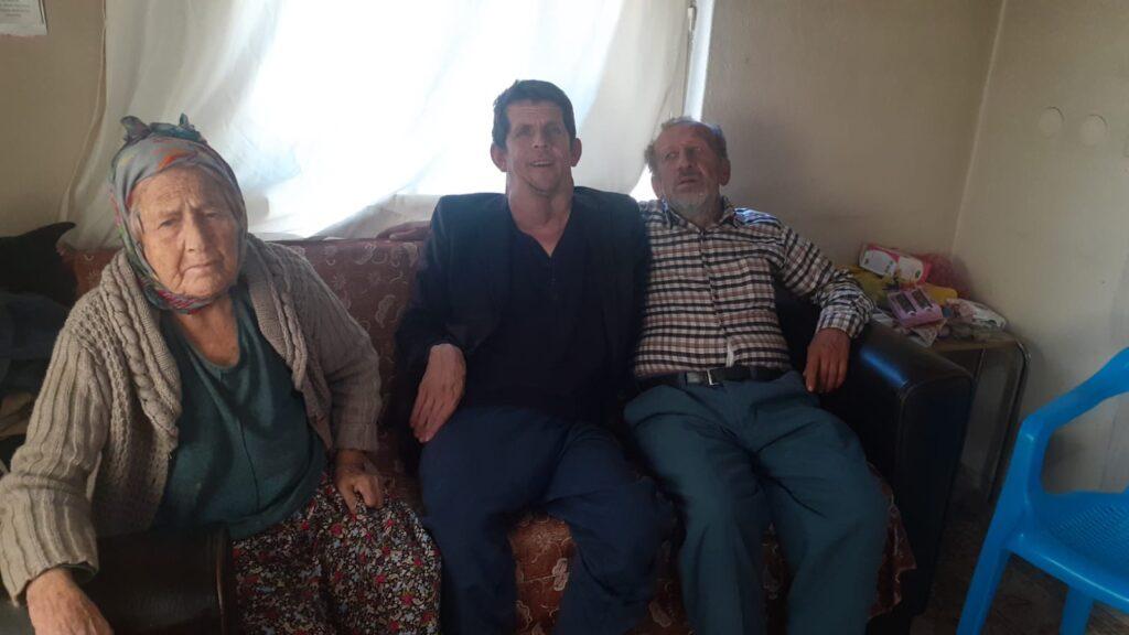 Evi yanınca biri engeli iki oğlu ile ortada kalan kadın, yardım bekliyor