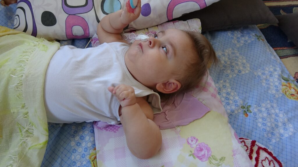 SMA hastası minik İkra, tedavi olması için sadece bir ayı kaldı