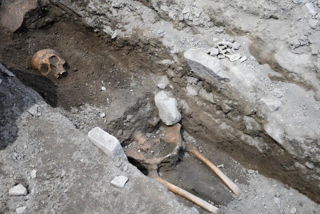 Kadıkalesi kazılarında insan iskeletleri bulundu
