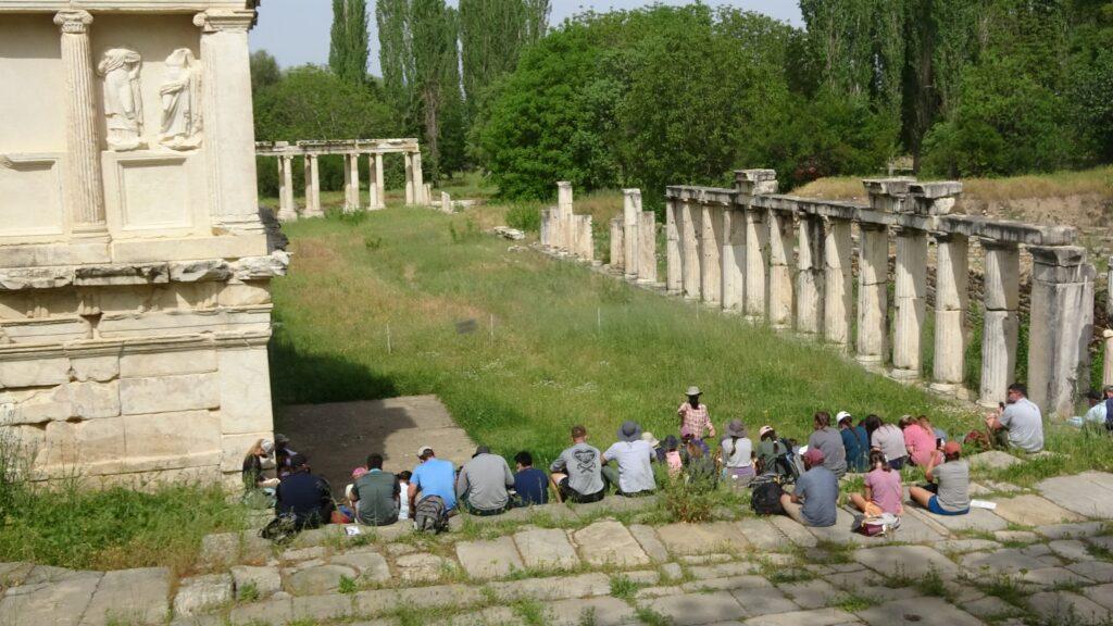 Ukrayna ve ABD'li turistlerden Afrodisias Antik Kenti'ne ziyaret