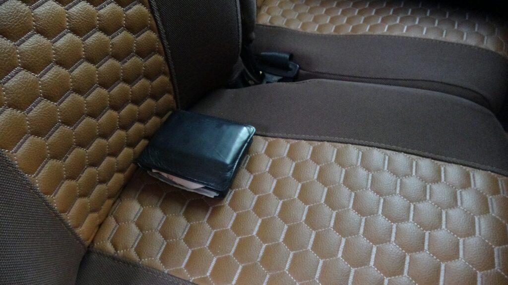 Minibüste bulduğu cüzdanı sahibine teslim etti
