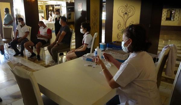 Aydın'da turizm çalışanları otellerinde aşılanmaya başladı