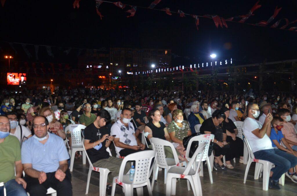Aydınlılar Kent Meydanında konsere doydu