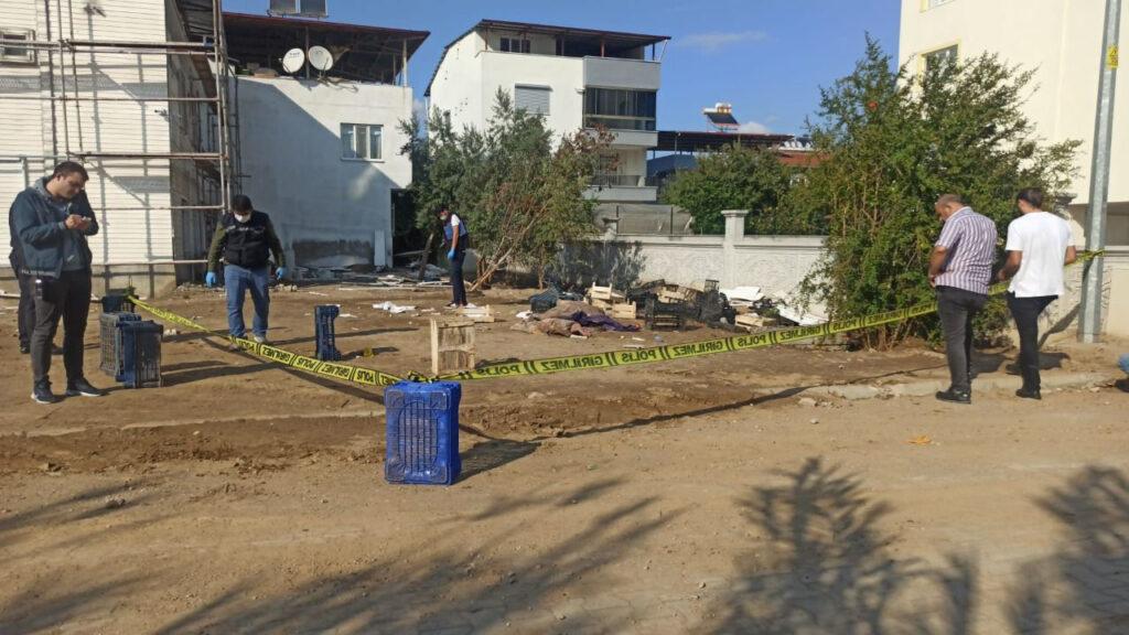Temizlik işçisi mahalleli kavgasında kan aktı 1 ağır yaralı