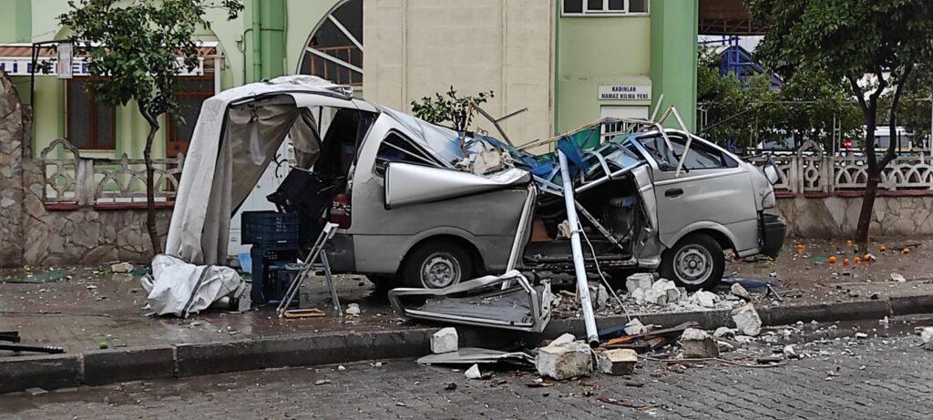 Nazilli'de sağanak ve fırtına hayatı olumsuz etkiledi